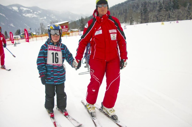 Kinder-mit-Handicap-Skirennen